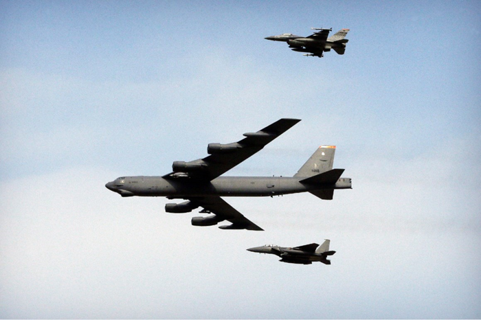 Two US B-52s Fly Over Persian Gulf To Warn Iran of Any Potential Attack