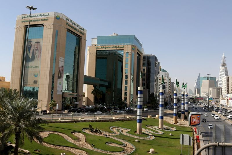 Saudi Arabia begins to compete with Dubai in attracting foreign funds