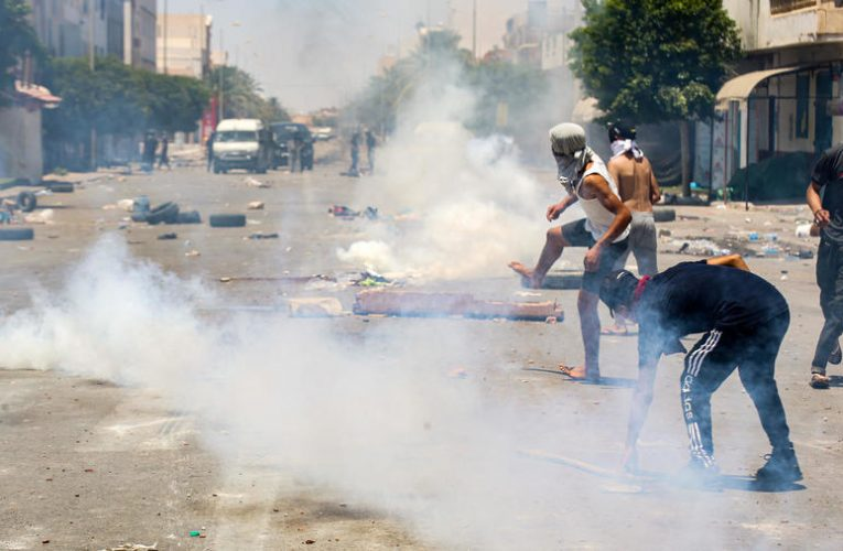 Tunisia police fire tear gas at protesters