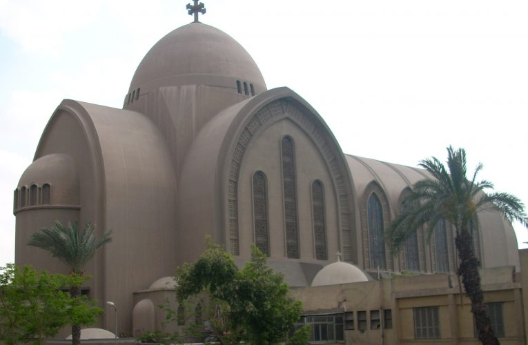 Egypt allows Muslims to help build churches